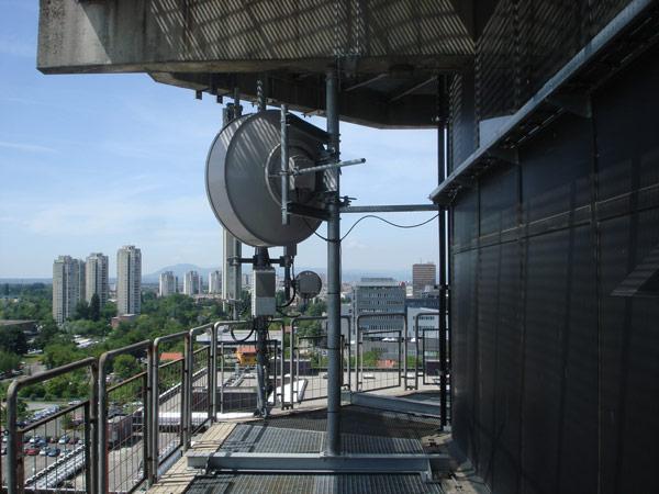Antenenhalterung auf dem bestehenden Objekt