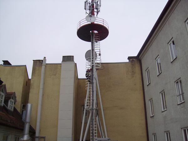 Reparatur und Verstärkerung des bestehenden Masts