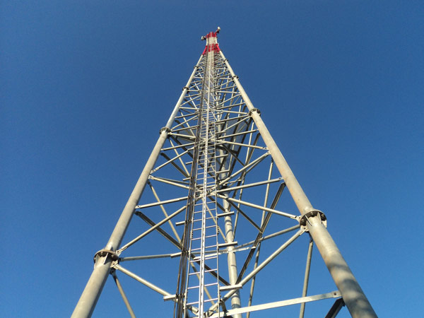 Triangular antenna mast